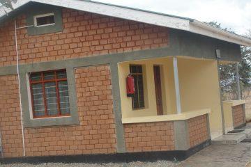 MIkumi Tanapa Cottages outside